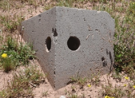 puma-punku-due-fori-nella-pietra